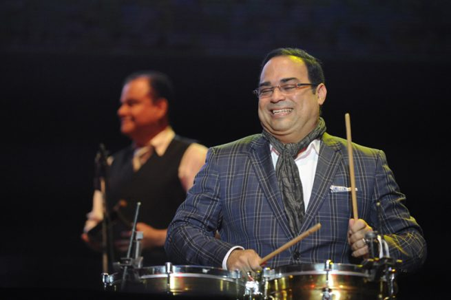 10/11/2012. Estadio Ricardo saprissa. concierto de salsa. en la fotografía Gilberto santa rosa ./Pablo MOntiel
